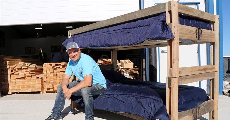 man quits job to make beds for kids